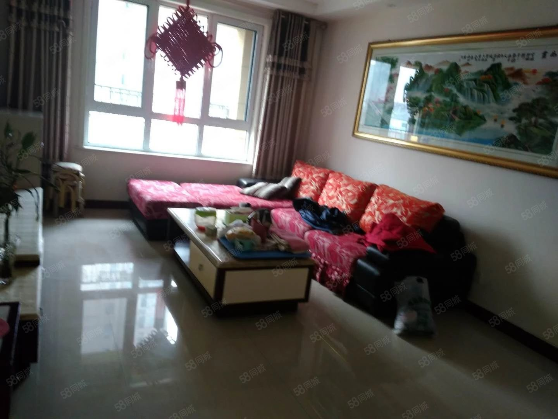 出租�香苑三室两厅九楼122平精装修部分家具