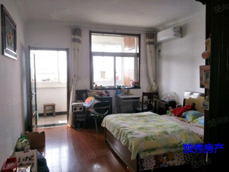 该房位于皖国路火车站附近是四十年产权两证齐全六楼上有隔热层