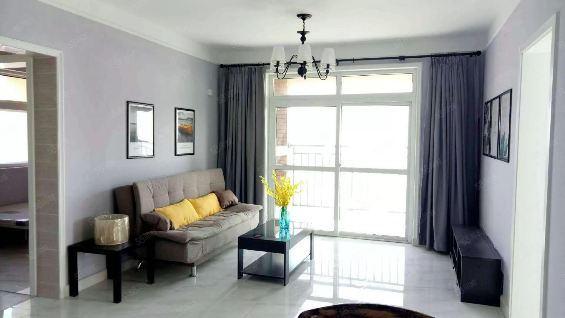 中建森林上郡三室一厅豪华装修,月租1600.房子非常漂亮.
