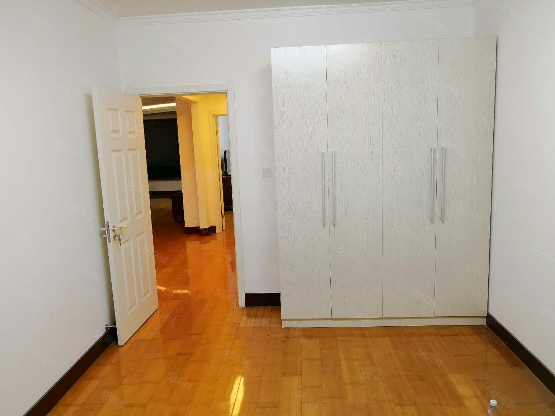 万通公寓两室两厅一卫包取暖可以半年付家具家电齐全