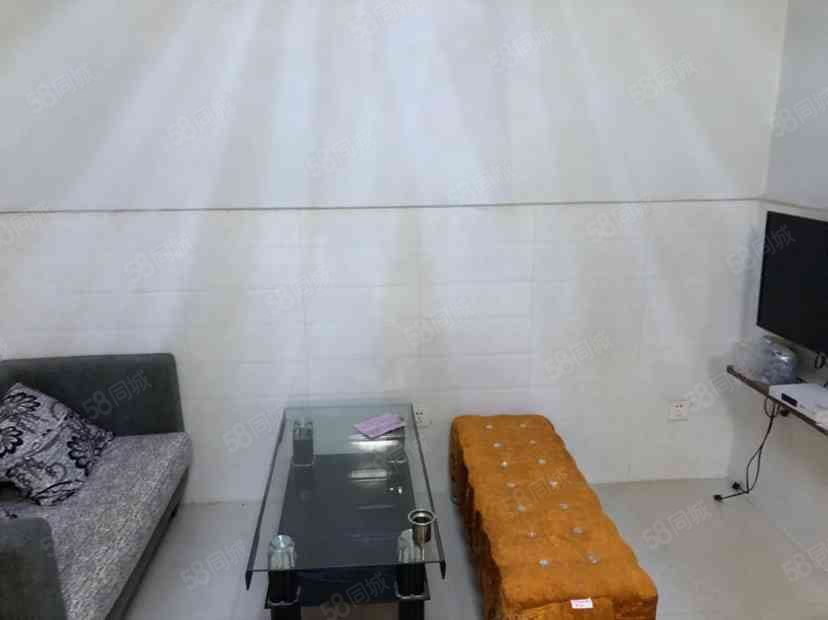 中汇东景国际名苑1室1厅1卫,1000/月紧急出租,拎包入住