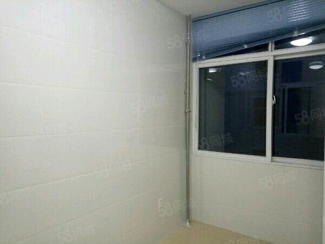 小区位于沃尔玛附近楼层三室两厅欢迎致电看房