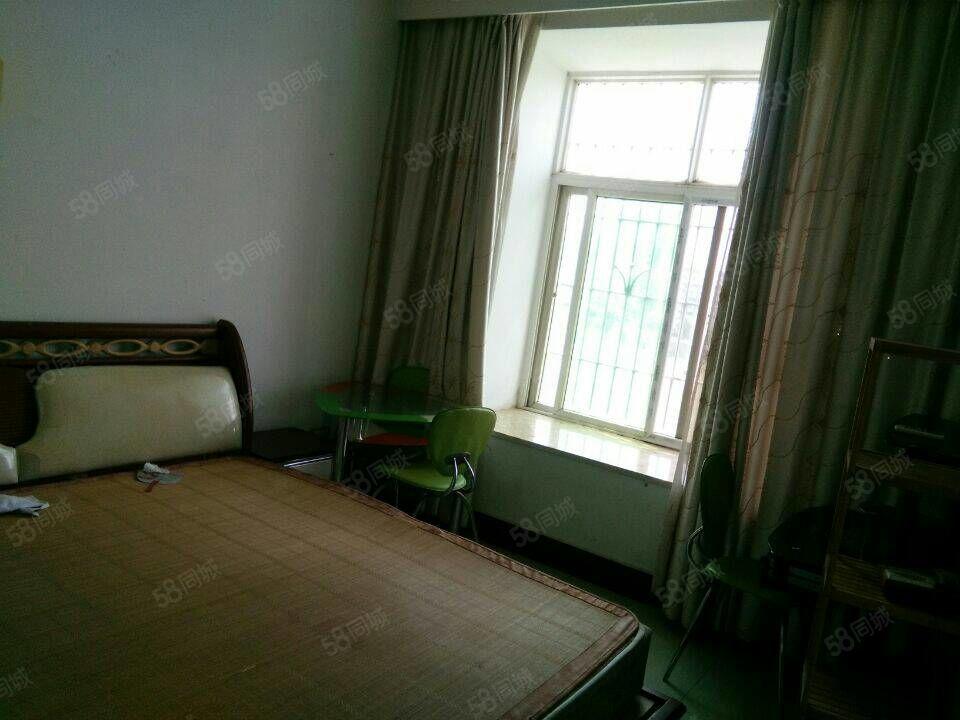 家兴房产海天公寓3室2厅100平米中等装修年付