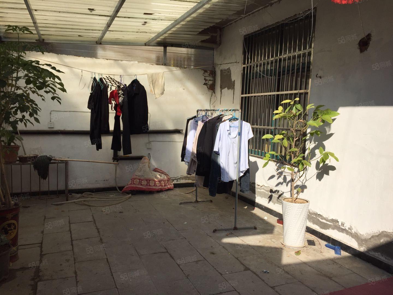 出租独门独院上下两层站前路橙子宾馆对面家电齐全拎包入住
