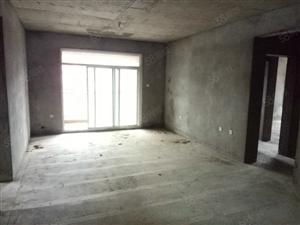 4房2厅2卫,电梯5楼,本人有钥匙,实用面积140平米82万