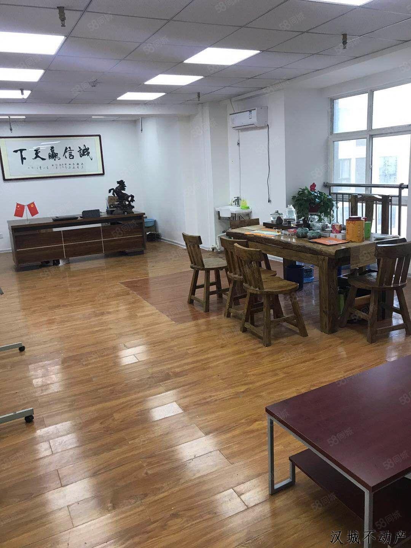 汉城峰汇国际写字楼,精装未办公,现赔本出租,拎包办公即可