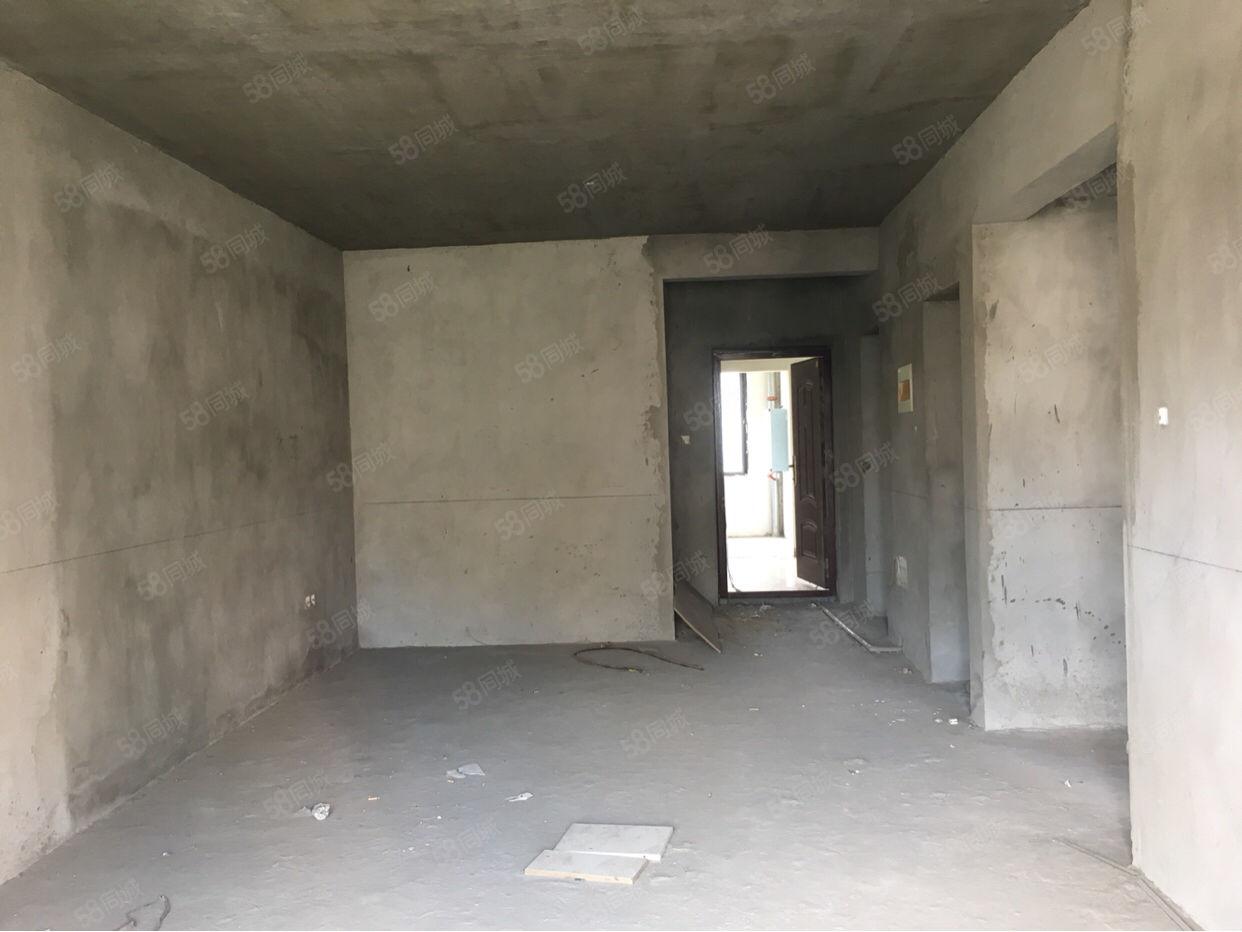 葡萄园二期电梯房3室2厅直接更名35万带走