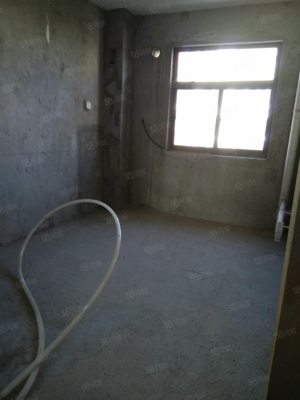 港区卫生小区电梯入户194平带车位地下室155万随时看房