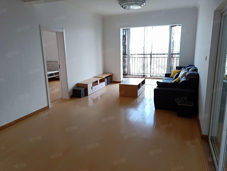 政务大楼旁、精装3室带家具,廉价出租