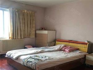 黄河路地铁口《贸易厅2号院》标准三房三卧朝南一万一平、急急售