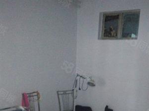 中医院秀水大街单位房,简单家具,有空调热水器,要求年租