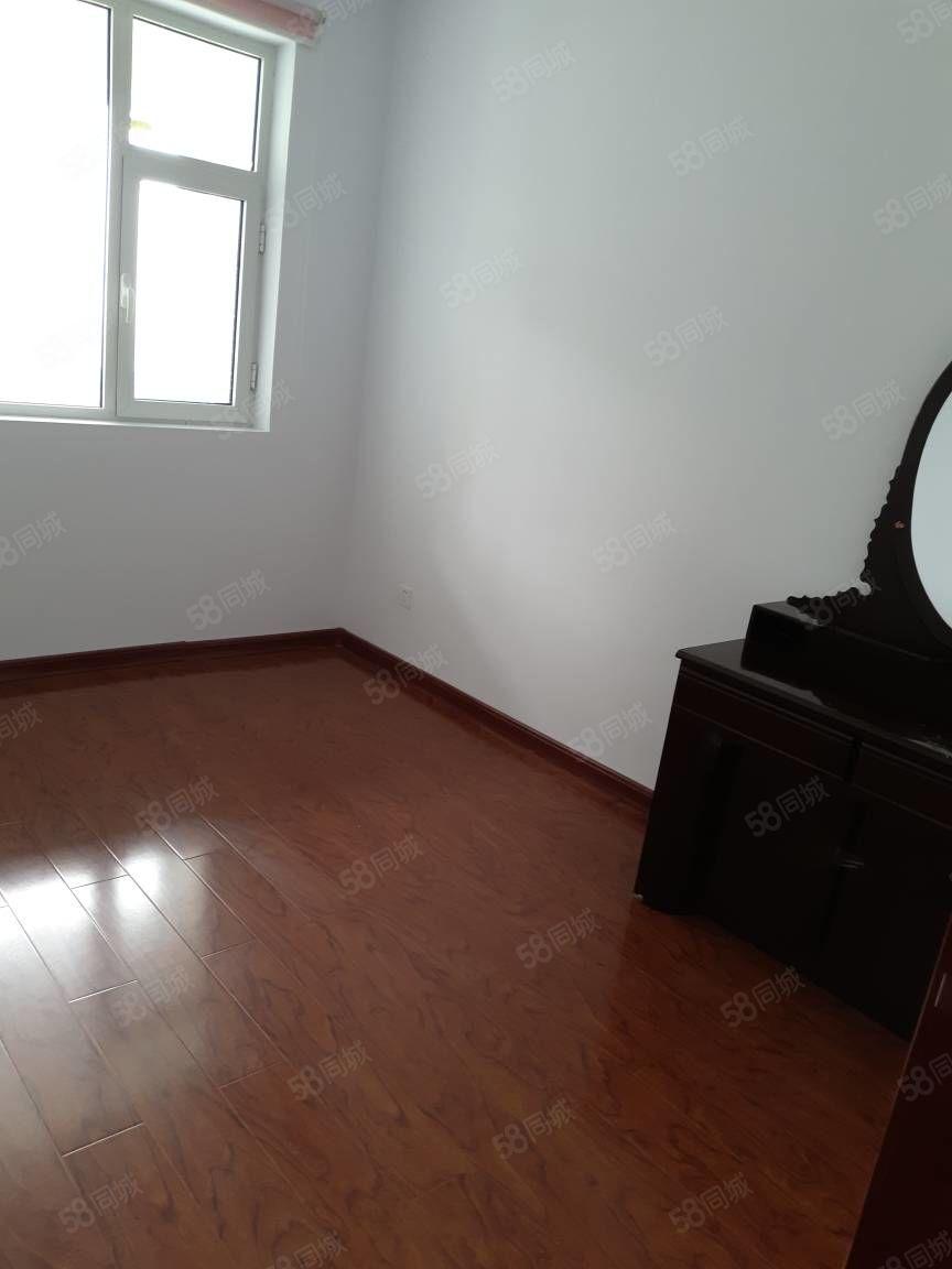 恒隆帝景三室一厅简装办公方便高档小区紧邻人民公园