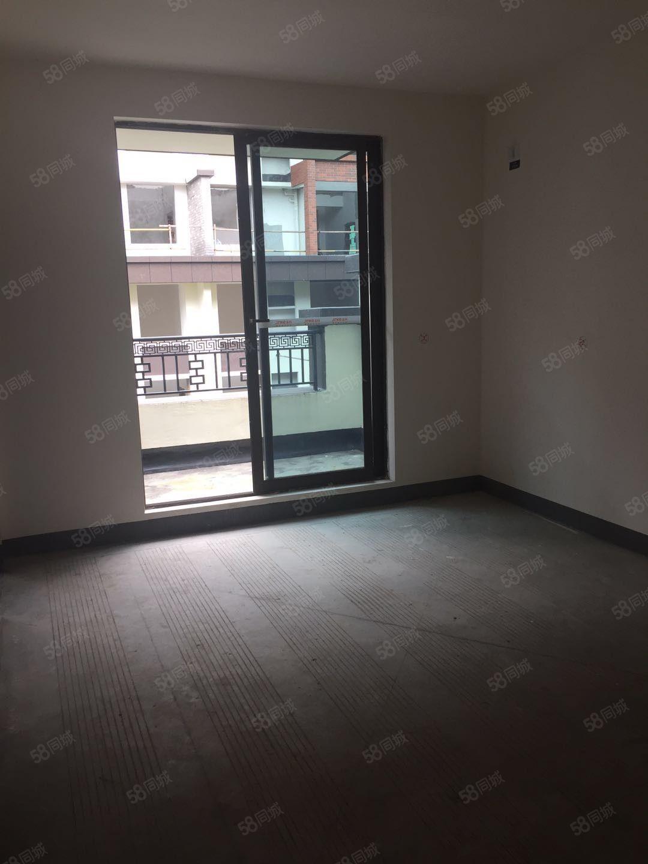 金域峰景3室2厅1卫毛坯,赠送超大户型方正明年接房