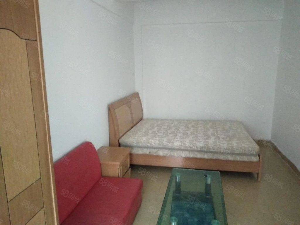 八中对面丹霞名城中等装修1室南北,生活方便,随时可看