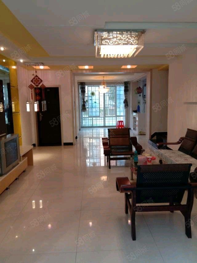 该房位于全力阳光城,舒适的室内精装,令人温暖如家,安居乐业