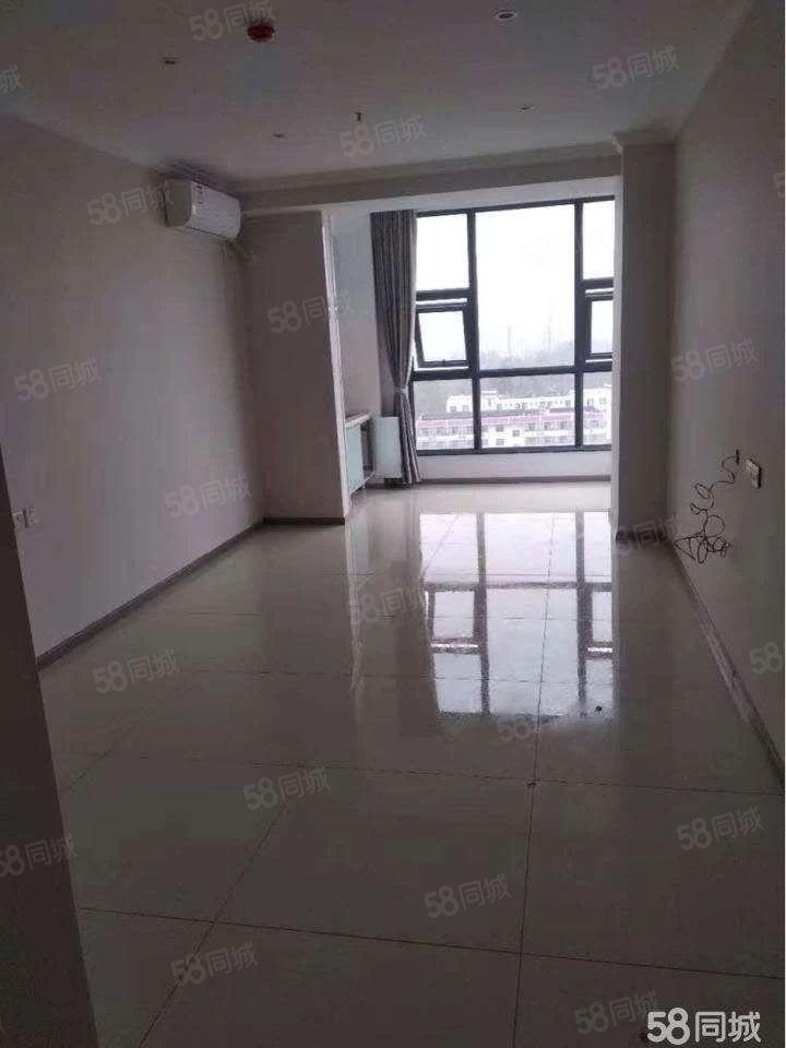 盛世国际1室0厅精装修,房子干净卫生,可办公,可领包入住!
