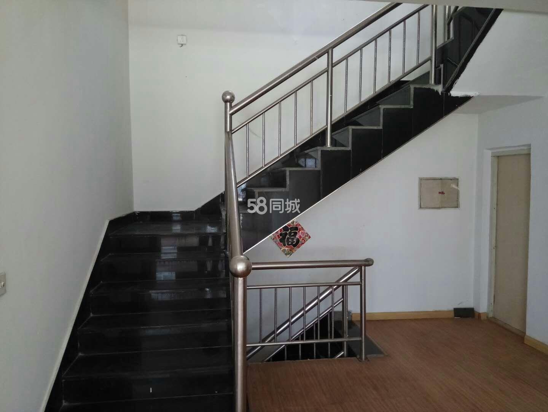 利民西街4室2厅1卫