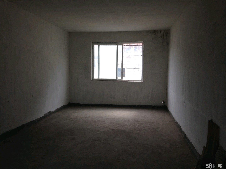 业主售140平新房小区中心位置