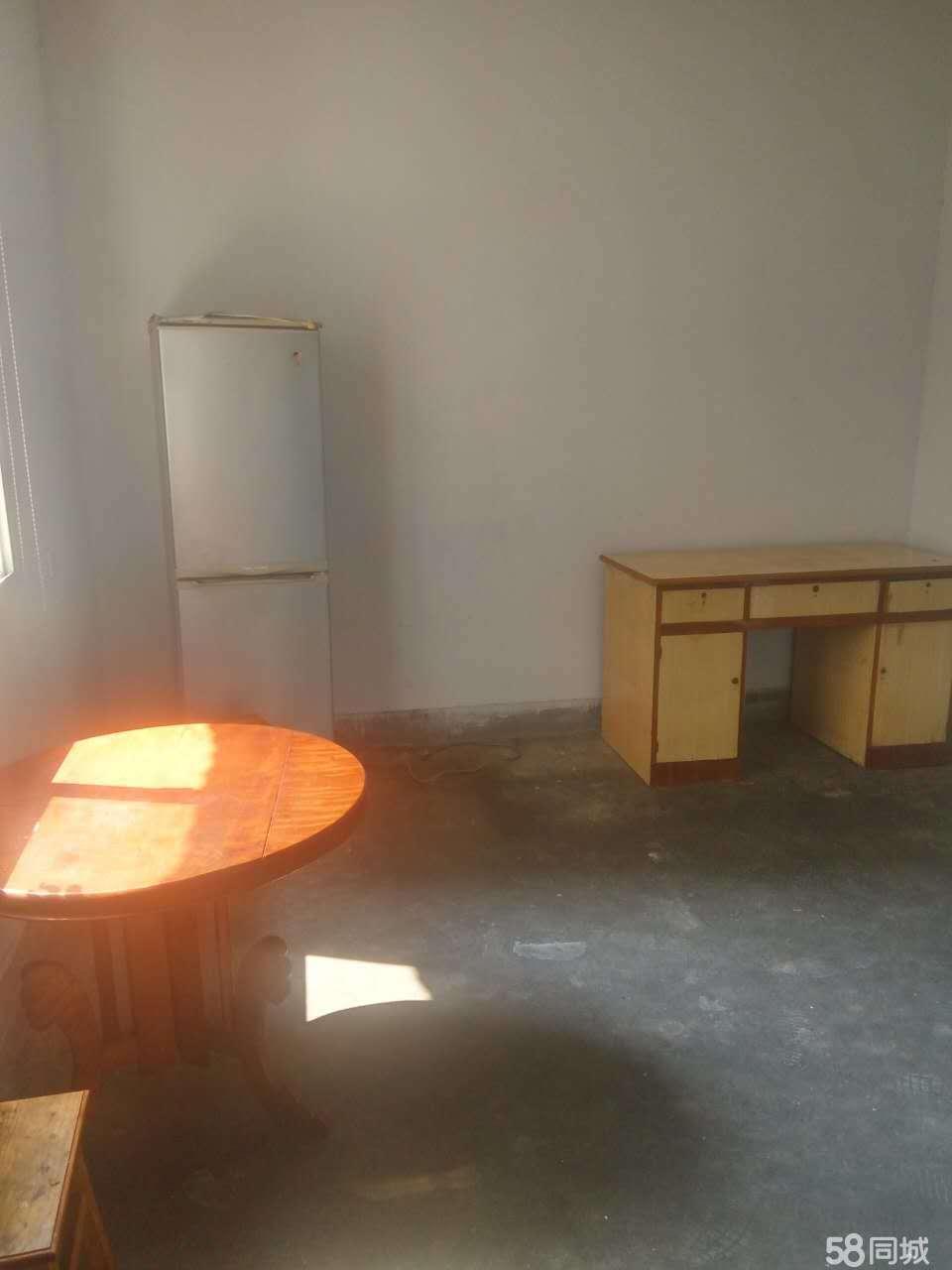 中央商务区凯旋上路皮革1室1厅1卫45�O