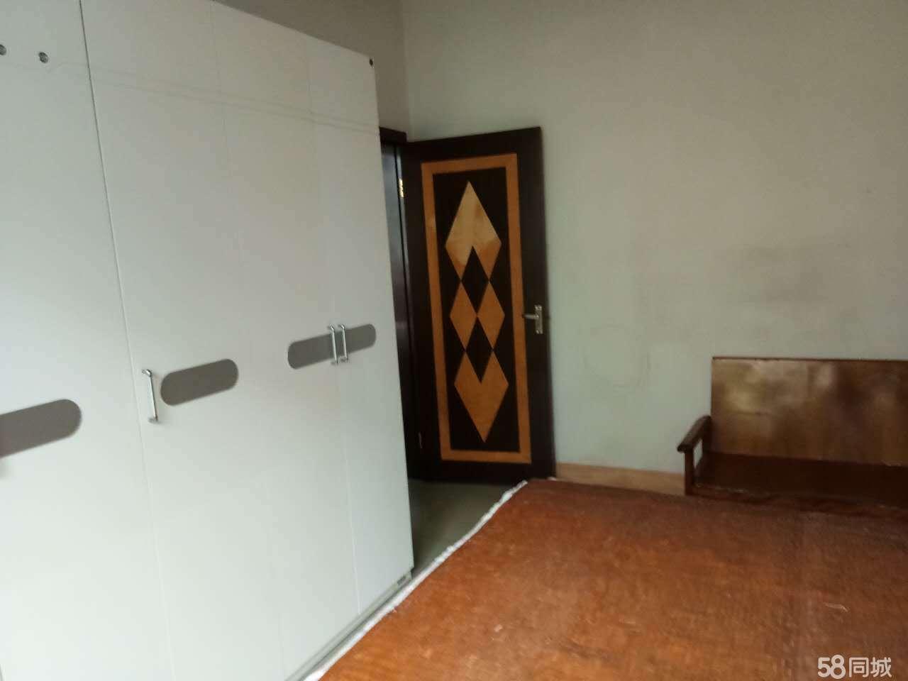 泸县二小区2室2厅1卫75�O住房出售!