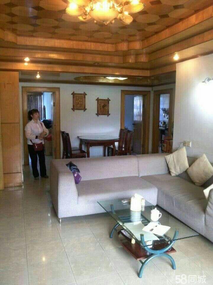 万秀万秀城区富华花园 3室2厅2卫 112.6平米