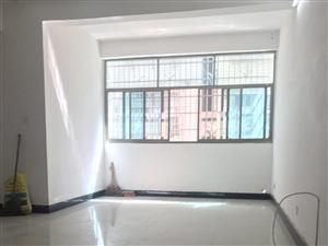 新华书店旁凝秀花园3室2厅2卫132平米