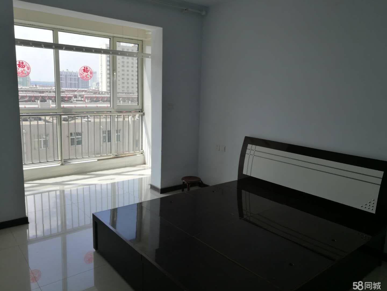 鸿禧苑小区有高层急出租3室1厅1卫