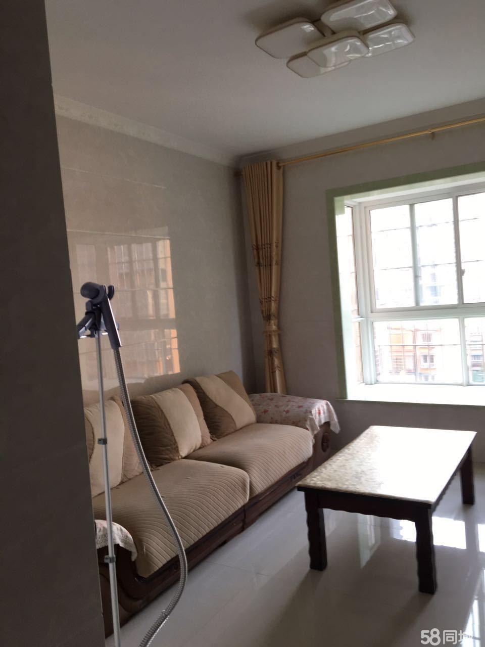 泸县蓝山公馆2室2厅89平米中等装修半年付