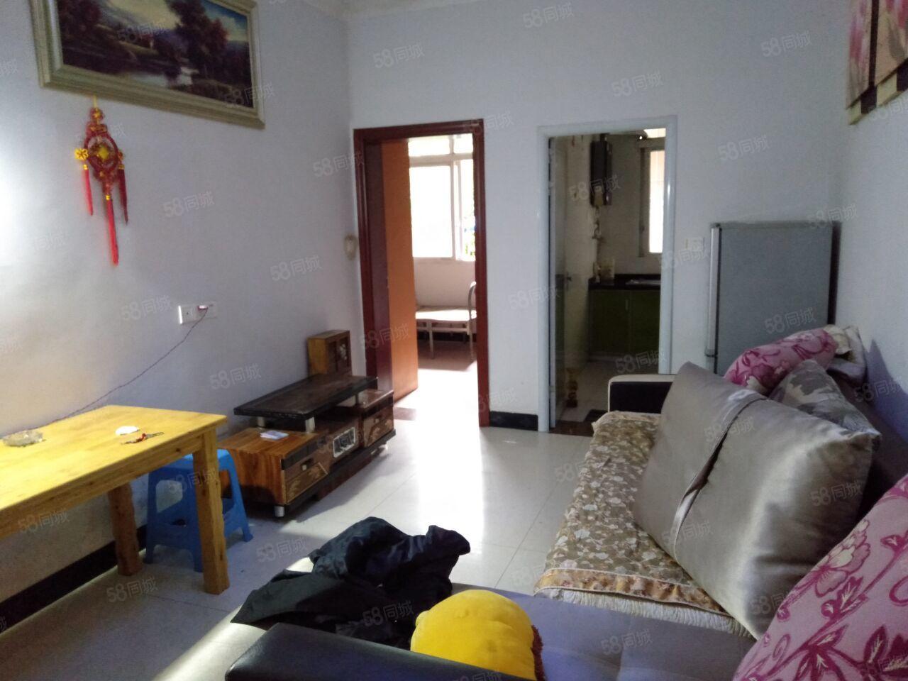 60米大街小区房2室2厅1卫中等装修家具齐全有冰箱