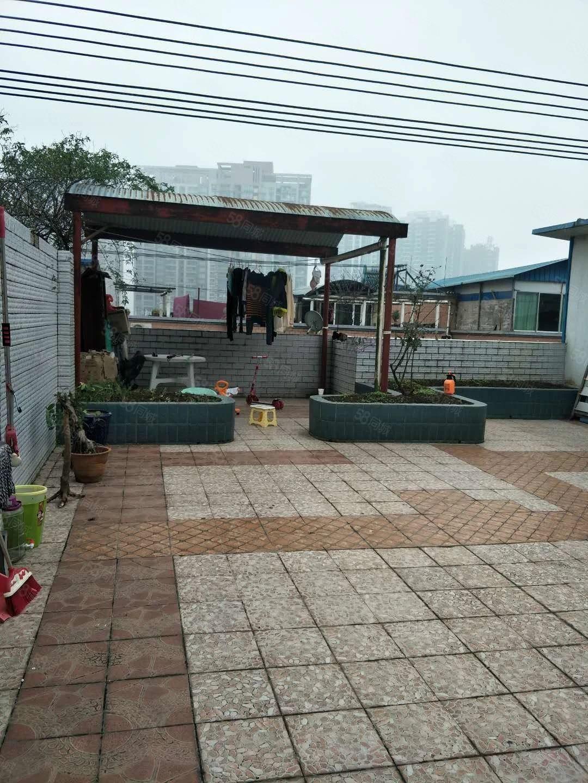 二中对面大修厂一室一厅带露台花园