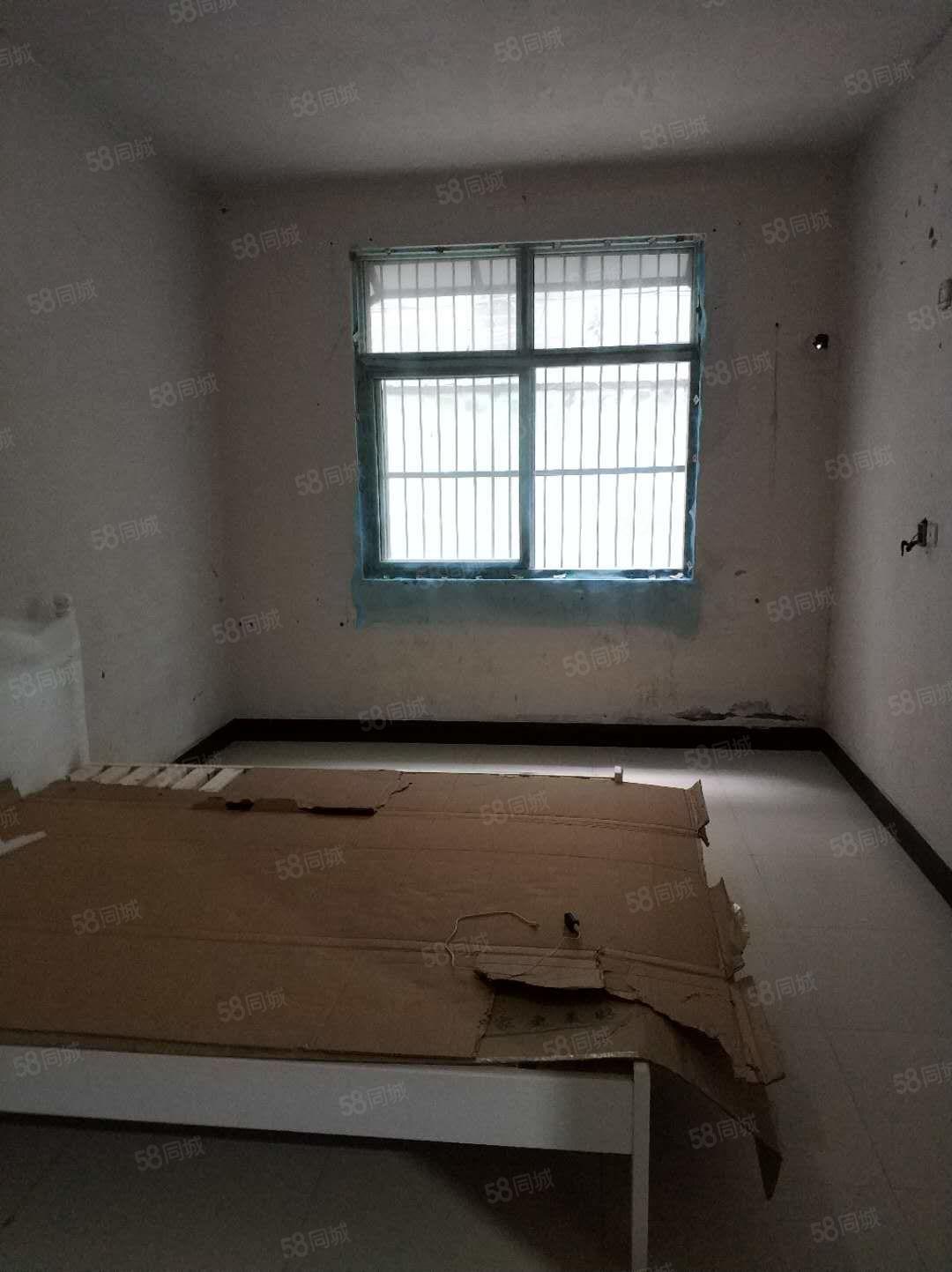七小西一楼代院出路好三室两厅
