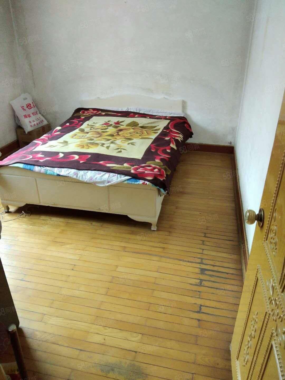 出租武山小区双室5楼,有热水器,拎包即住。