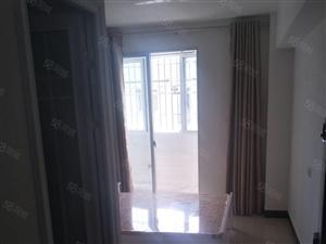 万达旁边单身公寓可煮饭,独立卫生间,带阳台。看房有钥匙