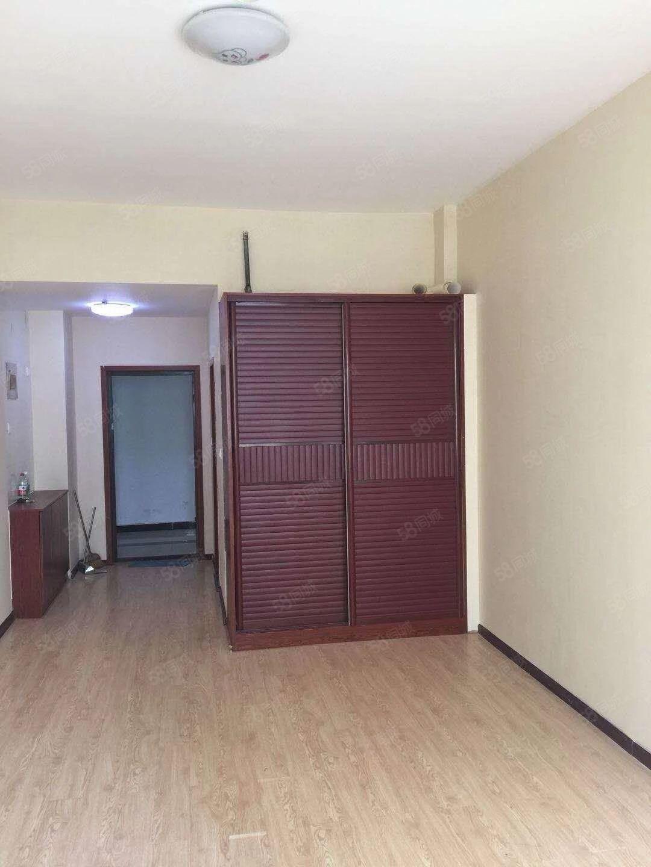 太昊路美林国际酒店9楼单身公寓,精装,可自主可办公,随时入住