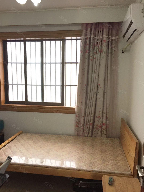 聚龙新村曼巴特对面6楼1室1卫精装修6000/年半年付