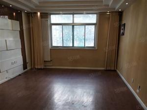 王府景中层3室2厅148平,简装,齐全,2200元现房。