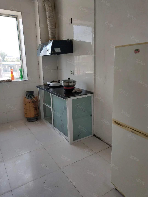 东城丽景4楼简单装修,8500包括取暖物业