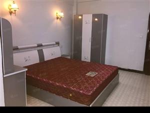 中山街《4楼》1室1厨1卫精装全齐900可短租月付干净漂亮