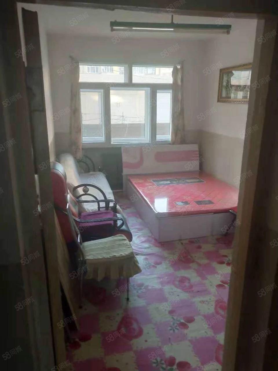 便宜出租8000对环境有要求者勿扰租3室一厅简单装修