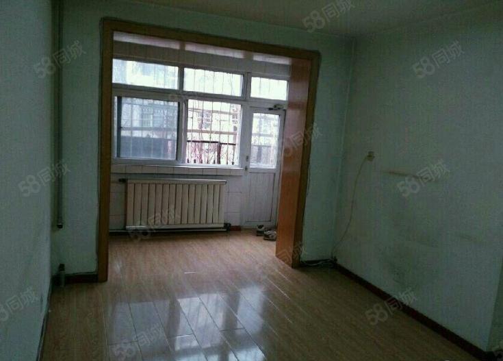 莲花一村1楼2室1厅63平简单装修,