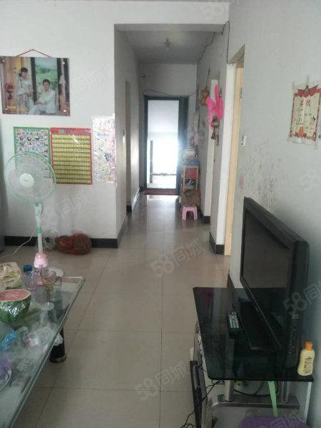 学府苑中等装修,底价急售两室户型,紧邻老一中租住均可看房方便
