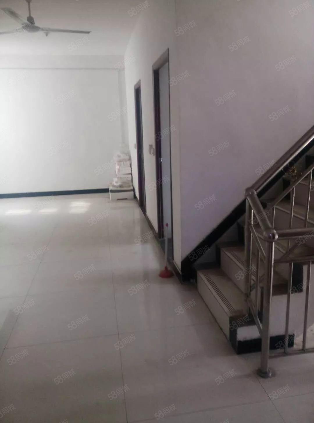 七一路中医院附近自建房!3层有意者速联系!全新装修!