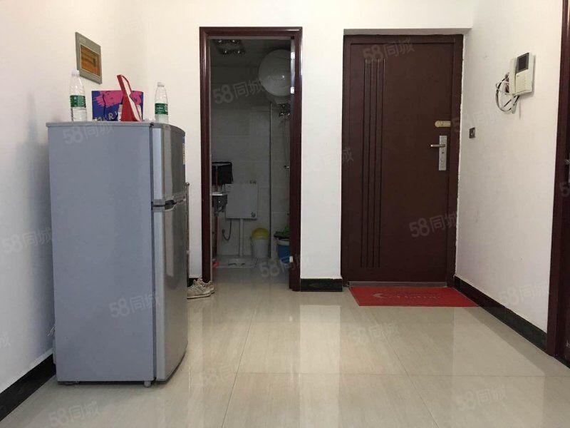名城世家旁尊荣府电梯中层1室1厅家电齐全拎包入住