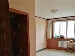 出售荷香新街3/6层106平三室两厅简装