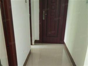 公务员丽江小区3房简单装修总价低看房方便