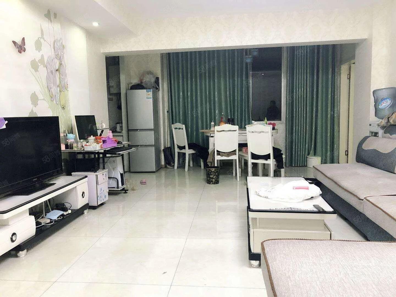 一医院附近标准精装三房出租》客厅卧室都有空调》