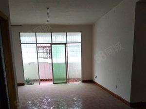 保靖县步行街120平方三室两厅