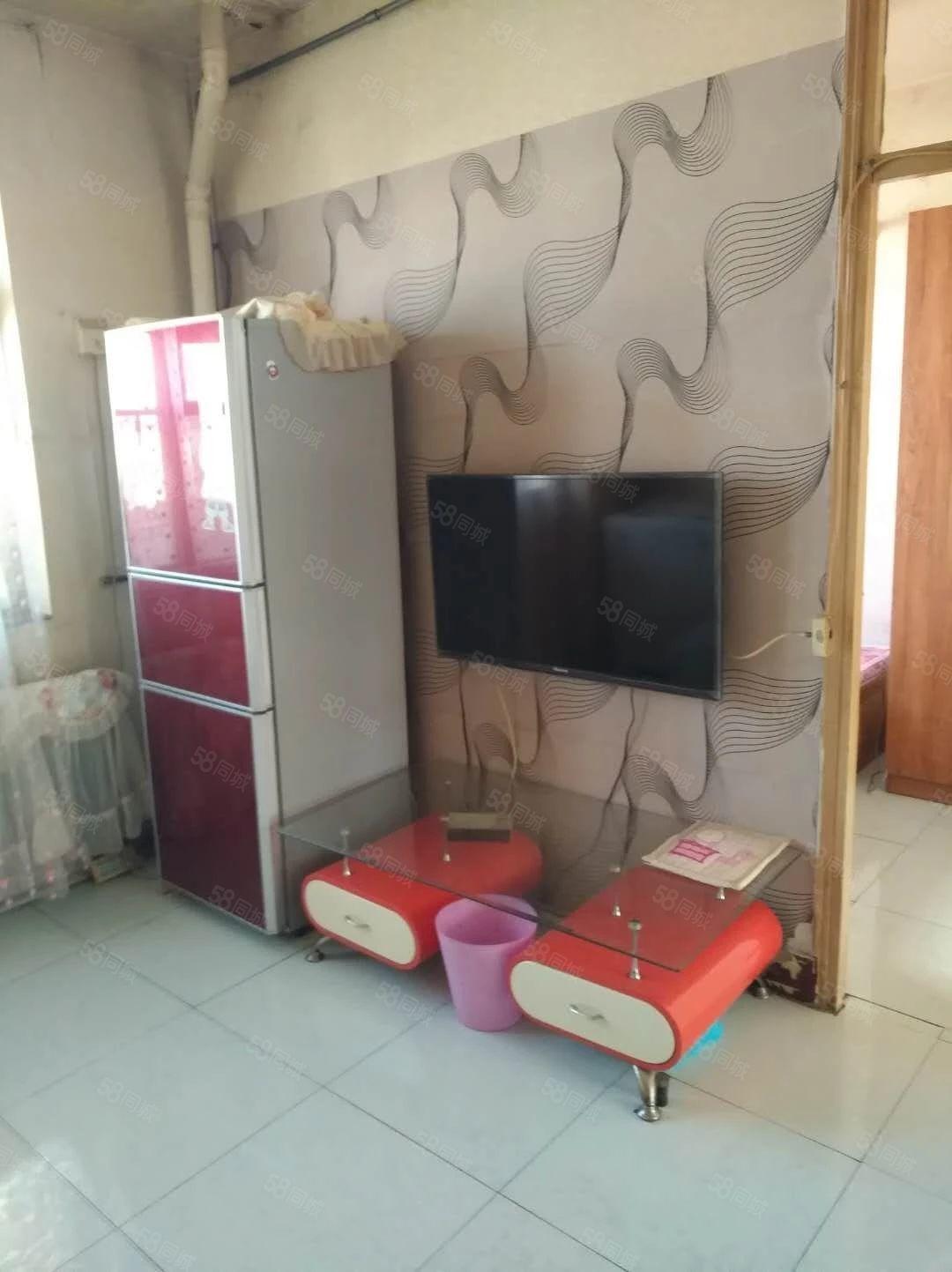 士英街兴居园精装修2室家具家电包取暖整洁干净拎包即住
