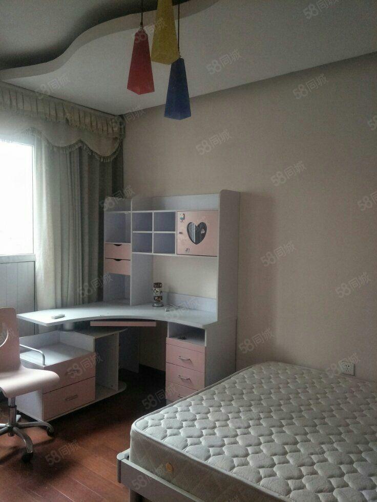 兰亭山水别墅,6室3厅,简单装修家具家电齐全,3500/月