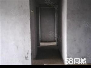 弘泰地产:时代广场旁毛坯三房,双证齐全可接受按揭